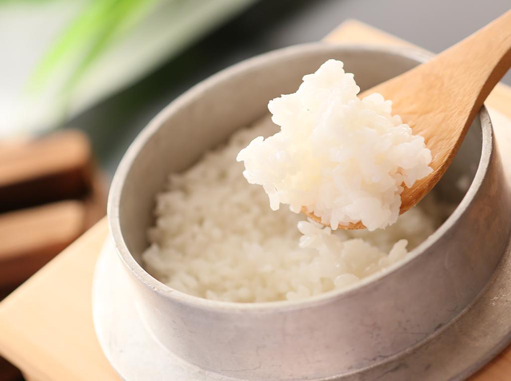 新潟県産こしひかり 新潟県産こしひかりの釜炊きご飯は絶品です。ぜひご賞味ください。